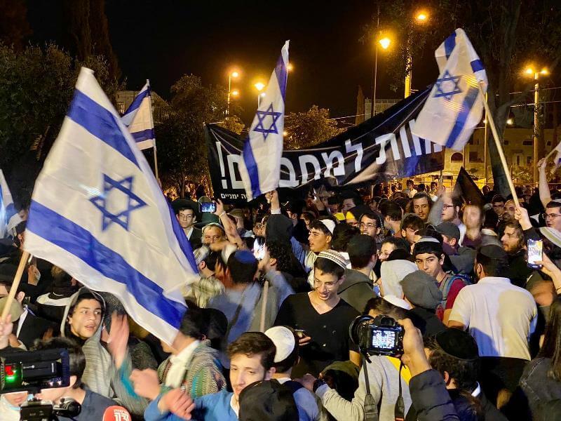 """כל רגע - """"מוות לערבים"""": מאות פעילי ימין מפגינים בירושלים"""